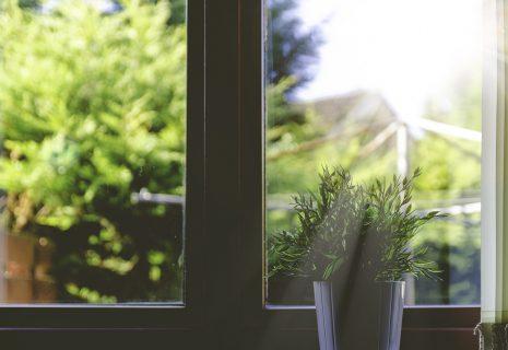Jak dodatkowo zadbać o odpowiednią termoizolację w mieszkaniach?